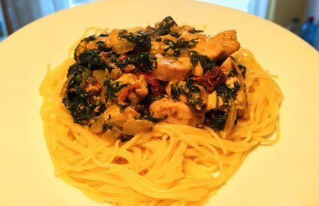 makaron spaghetti z kurczakiem szpinakiem gorgonzolą