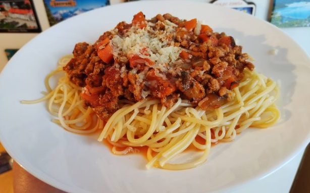 spaghetti a'la bolognese sos z makaronem