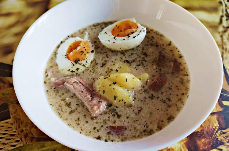 sprawdzony przepis na tradycyjny klasyczny żurek na zakwasie z ziemniakami jajkiem kiełbasą boczkiem