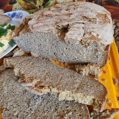Chleb kukurydziano-pszenny z otrębami żytnimi